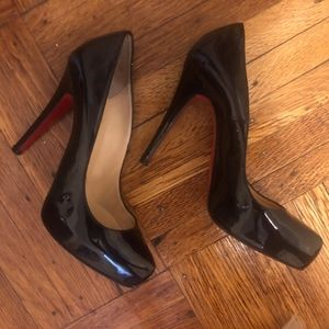 Almost New! Christian Louboutin-Simple Pump Heel